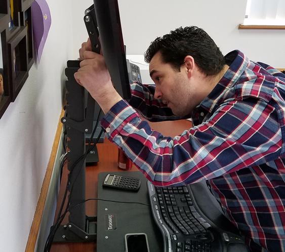 Adjusting Monitor on Health Postures 6400