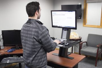 Humanscale QuickStand Standing Desk Converter (Review / Rating / Pricing)
