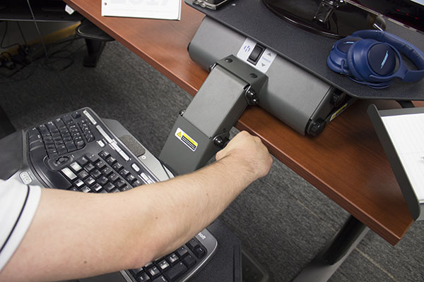 Tilt adjustment knob on TaskMate 6100