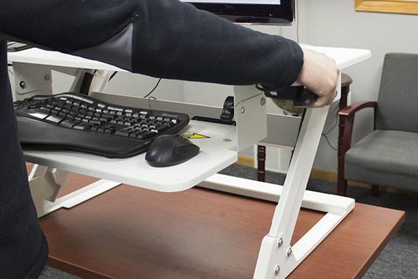 Adjustment handles on VertDesk Converter