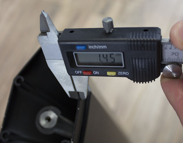 Measuring the ViviStand column thickness with caliper