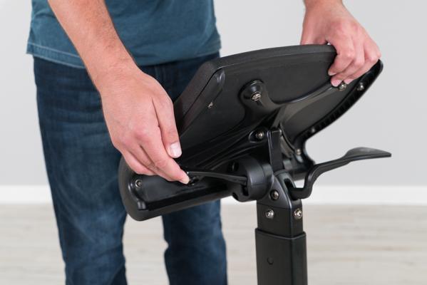 Seat pad tilt adjustment