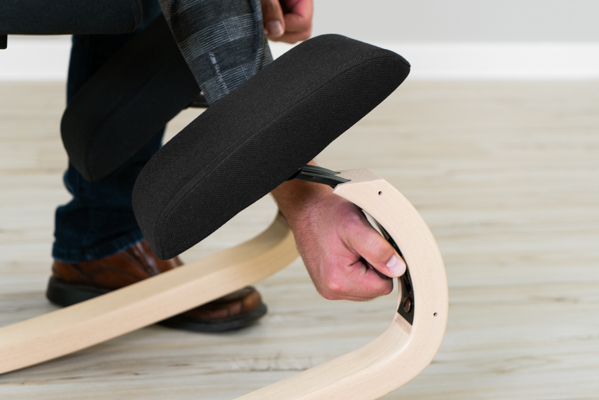 Varier Thatsit™ Balans Knee Pad Adjustment