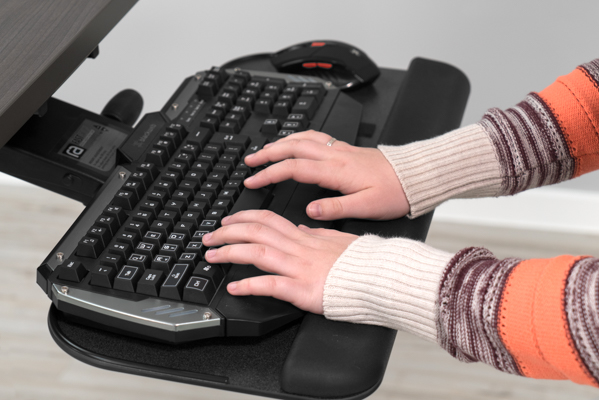 Hard to reach keys with built-in wrist support on keyboard