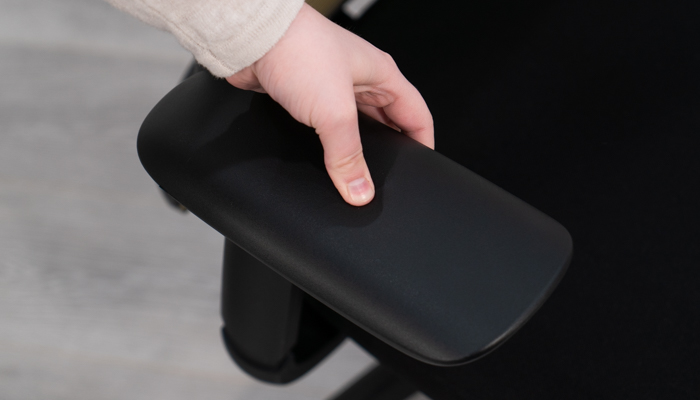 Pushing thumb into Vera armpad