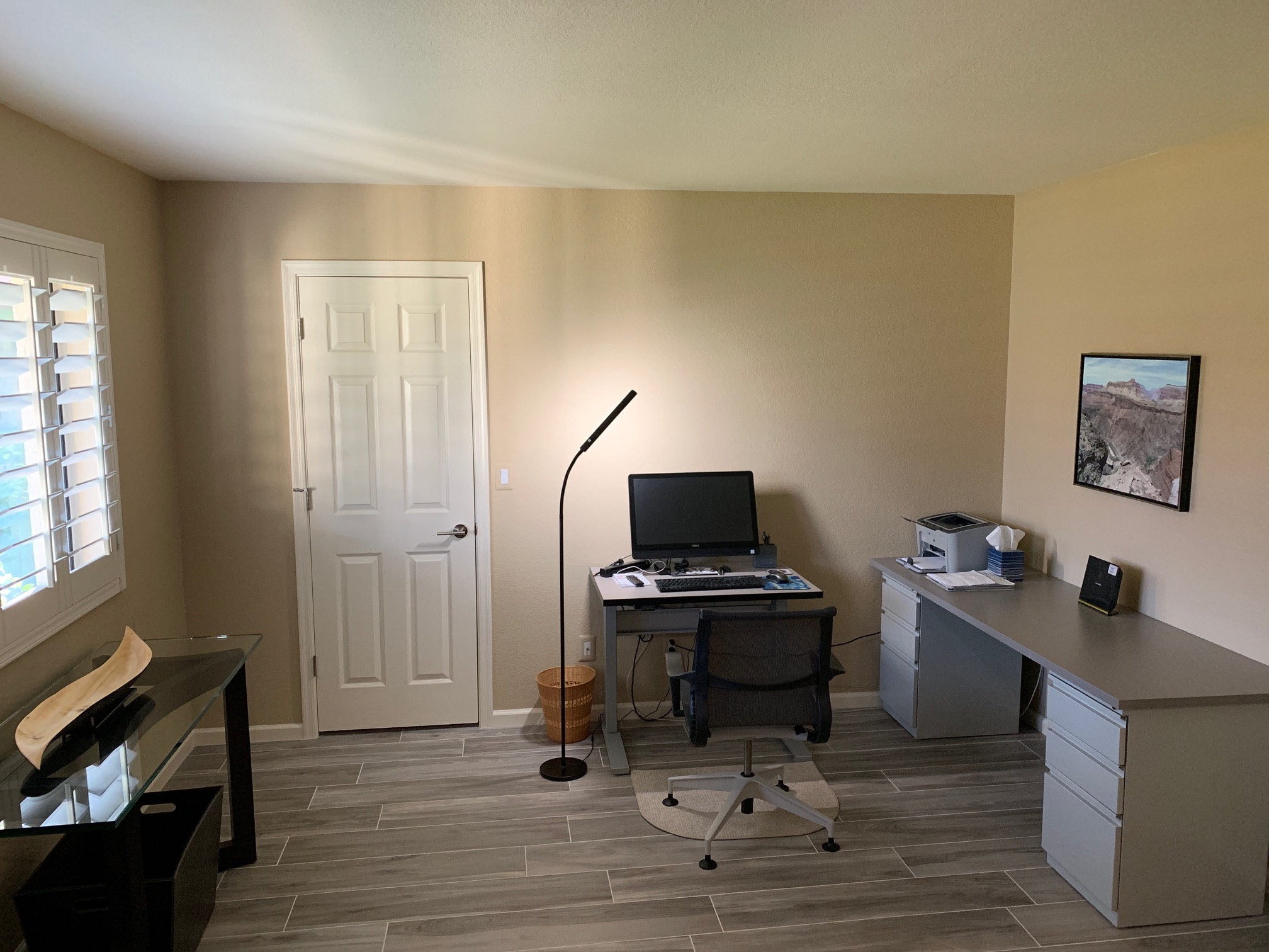 "24"" x 36"" Grey Matrix Laminate Top with Silver VertDesk Standing Desk Frame"