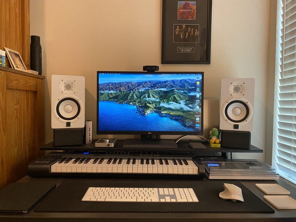 """30"""" x 48"""" Driftwood Laminate with Black VertDesk Adjustable Desk Frame"""