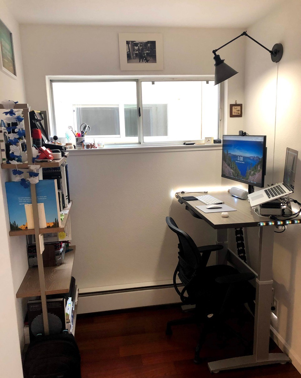 "24"" x 40"" Concrete Groovz Laminate with Silver VertDesk Standup Desk Frame"