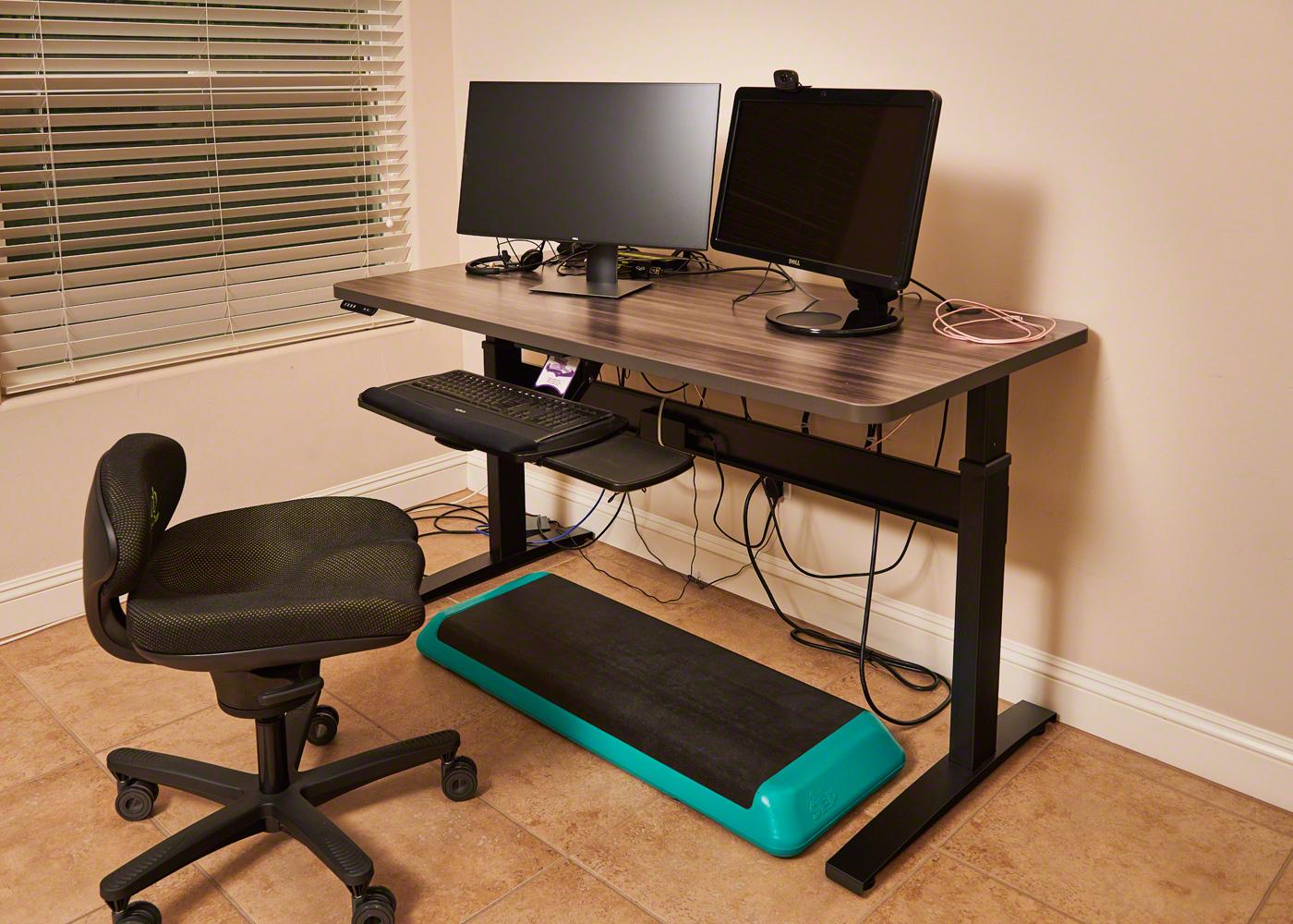 "30"" x 60"" Merapi Radius Corner Laminate Top with Black VertDesk Standing Desk Frame"
