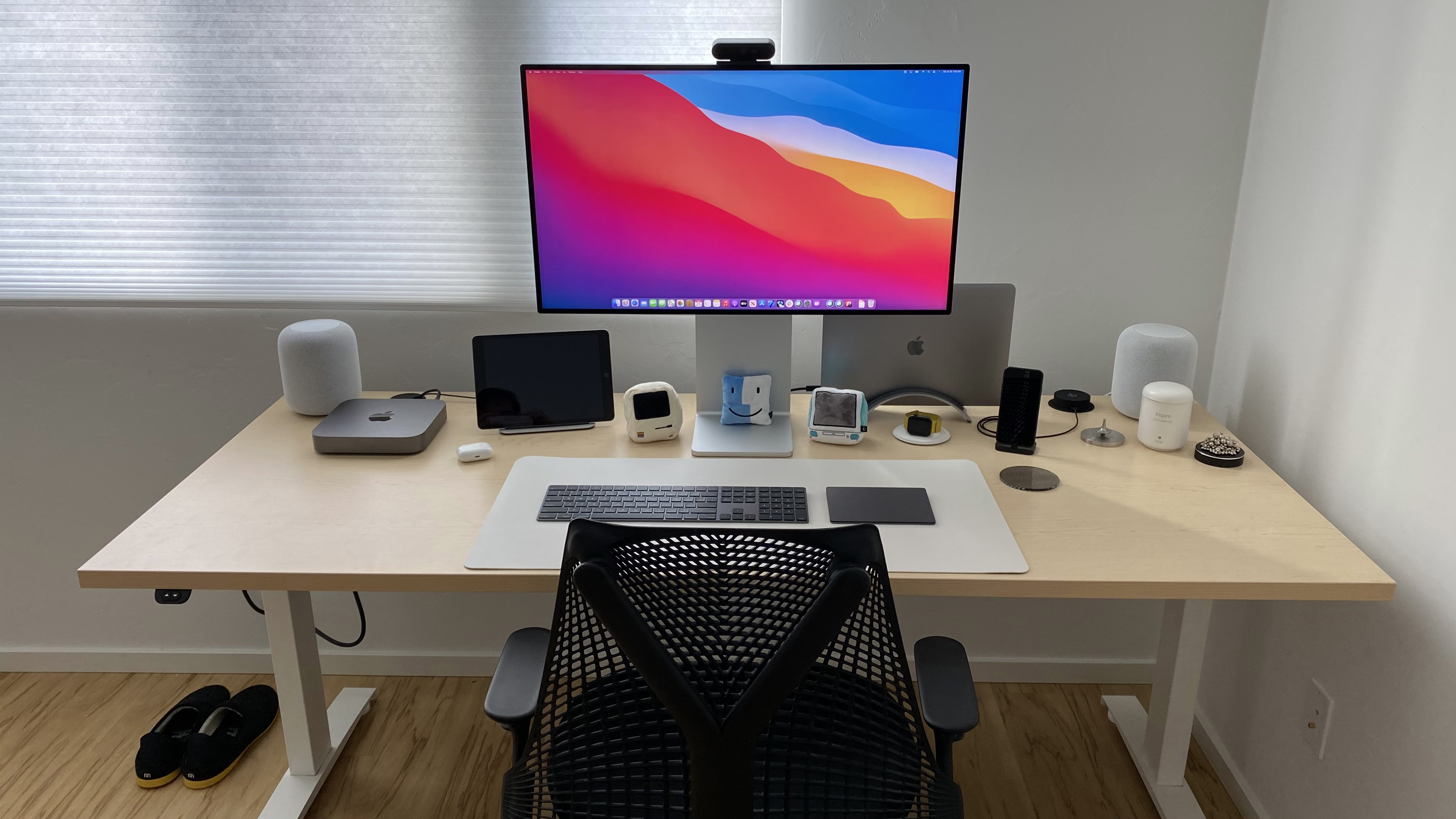"30"" x 72"" Hardrock Maple Laminate Top with White VertDesk Standing Desk Frame"