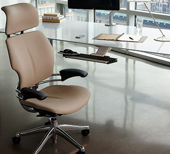 intuitive adjustment the design of the backrest allows automatic pivoting to accommodate the changing needs of the spine